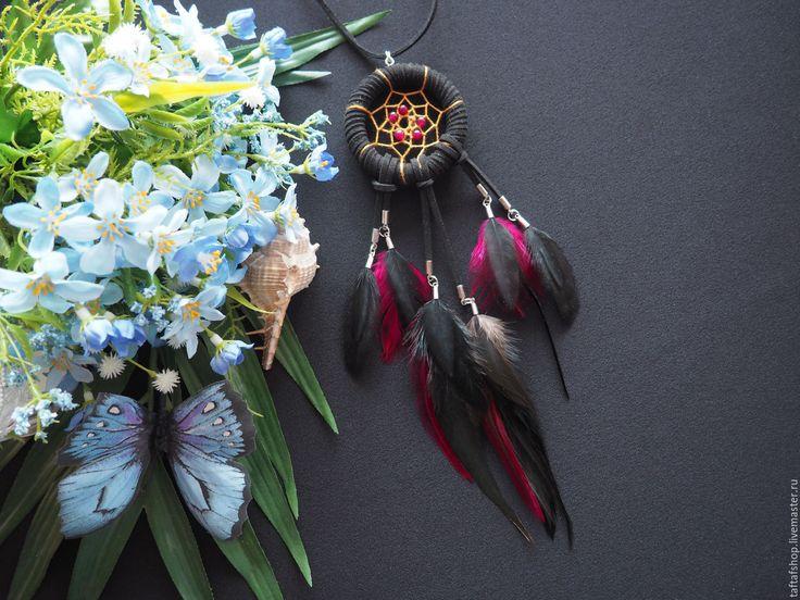 Чёрный бык - чёрно-бордовый кулон ловец снов с перьями - перья, перо, бохо