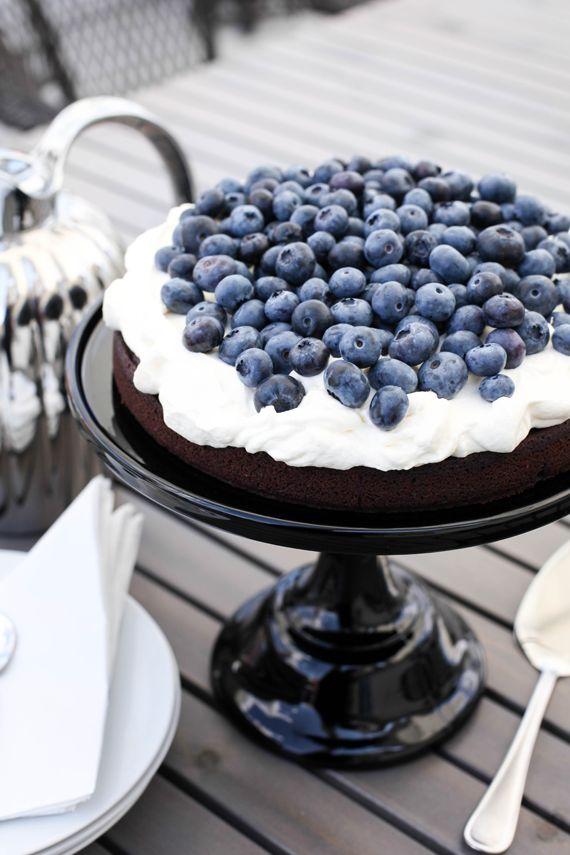 Chocolate cake With blueberries/ Mitt vita hus