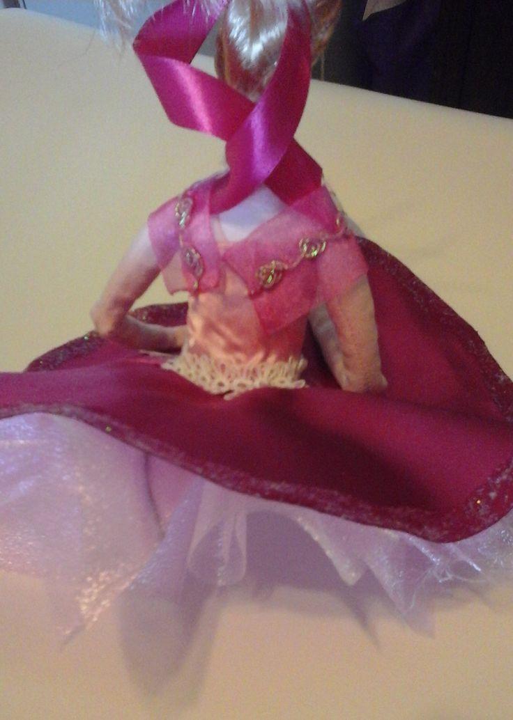 doll collection Thea lato B Bambola di stoffa o di pezza(rag doll) cucita e dipinta a mano alta 15-16cm seduta vestita di nastri seta e raso, bomboniera con portaconfetti sotto la gonna realizzata pezzo unico