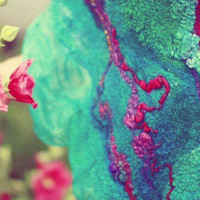 Кто сказал что природные оттенки - это только бежево - серые? Люблю в своих работах эксперементировать с цветом!#nunofelt