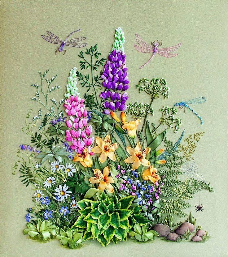 très belle broderie de parterre fleuri.