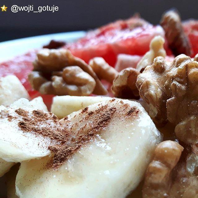 🔴Co było u Was moi drodzy na śniadanie? ✏✏✏☘⬅u mnie owsianka z jogurtem bananem grejpfrutem i orzechami włoskimi 510kcal na start pozdrowienia dla Wszystkich 🌞