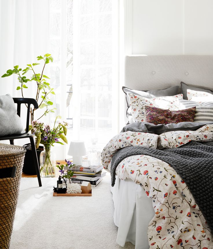 Spring bedroom. Styling by Anna Mårselius, photo by Kristofer Johnsson. Published in Allt i Hemmet.