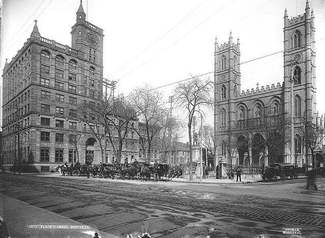 Que reste-t-il du Montr�al d�antan?  //  La basilique Notre-Dame    HIER – En 1895, la basilique Notre-Dame est la reine de la place d'Armes et on y vient de loin en calèche pour admirer sa beauté.