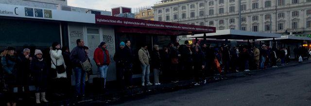 Roma: L'insostenibile lentezza della #MetroB Lo stato del trasporto pubblico romano visto dagli occhi (e dai tweet) degli utenti di Atac  Atac non me meriti - La mission aziendale di Atac è il disservizio. E sa come farlo - Io sulla metro di  #atac #roma #trasportopubblico