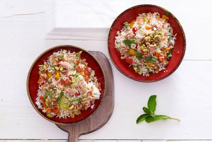 Kijk wat een lekker recept ik heb gevonden op Allerhande! Lauwwarme rijstsalade met tonijn, paprika en munt