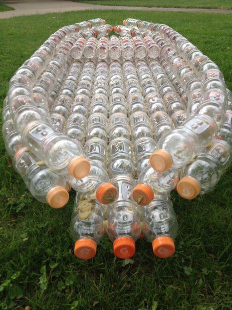 Kayak feito a partir de garrafas usadas