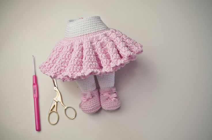 Tutorial Rock häkeln / Amigurumi video for crocheting this lovely skirt- it's just darling!
