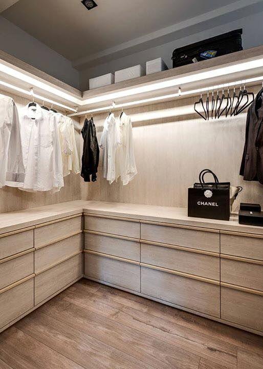 Inspiration #aménagement #dressing http://www.m-habitat.fr/petits-espaces/dressing/le-prix-d-un-dressing-2645_A