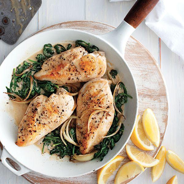 Fidèle allié des repas, des plus simples aux plus élaborés, on l'aime juteux, rôti, croustillant ou tendre. Voici le poulet cuisiné sous toutes ses formes.