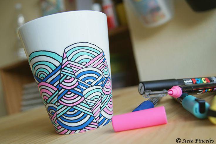 taza pintada con rotuladores posca