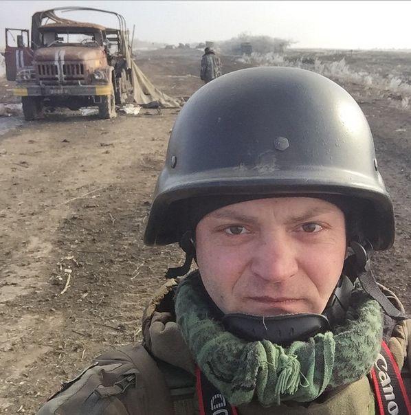 Журналист Александр Коц сделал фотографию в самом горлышке дебальцевского котла. Трасса Дебальцево-Артемовск. Село Логвиново.