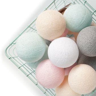 Prachtige slinger van Cotton Balls in mooie zachte pasteltinten. Dit i...