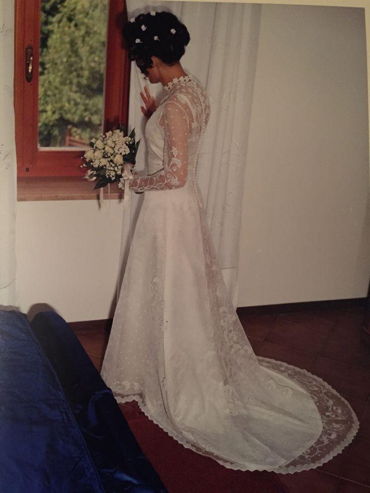 Abito da sposa in merletto di Orvieto, disegnato e realizzato da Alessandra Polleggioni e Velia Pollegioni.