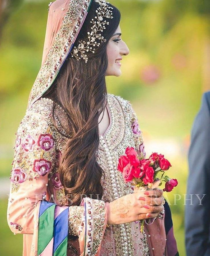 Love the hairpiece ! So elegant ! Photo by @mahasphotography . Download the WedMeGood app to see more inspiration !  #hairstyle #indianwear #indianfashion #jewellery #hairjewels #accessory #glitter #hairbands #fashion #accessories #indianbride #bling #pakistanibride #indianwear