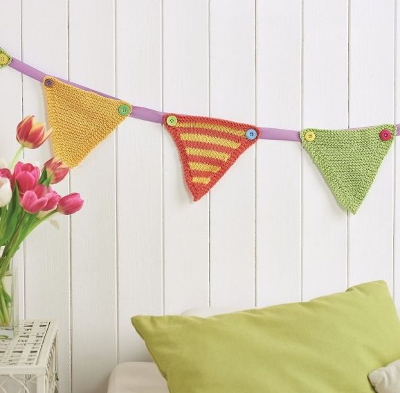 Bunting Knitting Pattern : Stripy knitted bunting Knitting Patterns for the Home Pinterest
