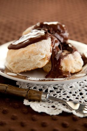 Paula Deen Chocolate Gravy and Biscuits Breakfast / my grandmother used to
