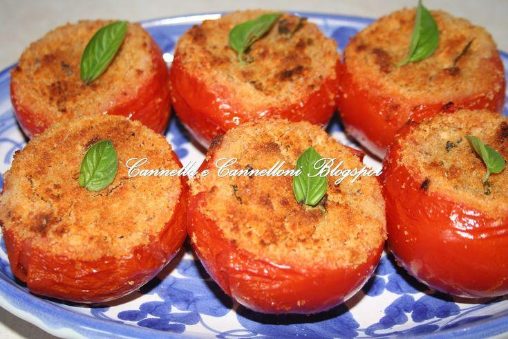 Dal blog: Cannella e Cannelloni Ingredienti Pomodori grossi maturi 6 Pangrattato g 200 Capperi g 50 Caciocavallo grattugiato g 50 Caciocavallo semi stagion