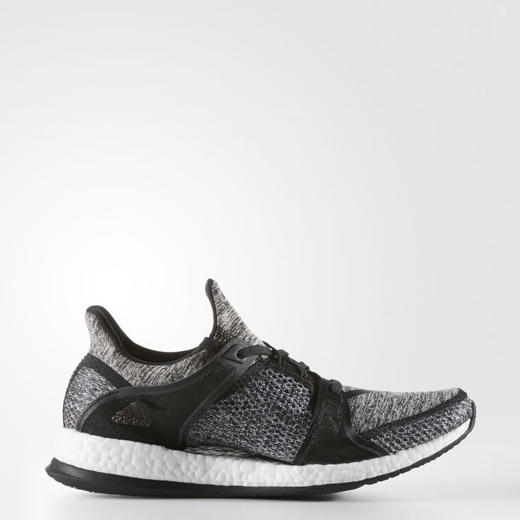 Work out in comfort with the Pure Boost X. These women's lightweight training shoes feature an adaptive, free-floating arch under the midfoot. The result is a supportive, sock-like feel that's outrageously comfortable. boost™ underfoot gives a responsive, charged-up feel to every lunge and pivot.