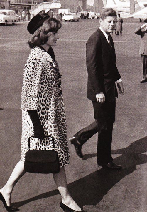 Jackie O Proving That Wild Prints Can Be Endlessly Elegant Style Leopard Print Kennedy Jacqueline Onassis