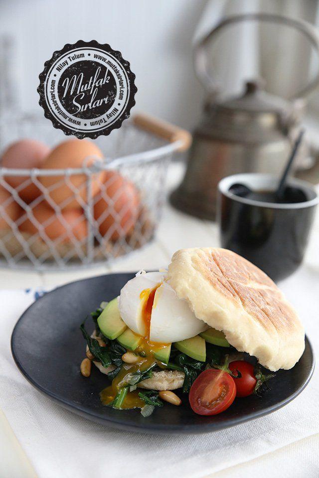 İngiliz Muffin ve Poşe Yumurtalı Sandviç nasıl yapılır ?  Tarifin püf noktaları, binlerce yemek tarifi ve daha fazlası...