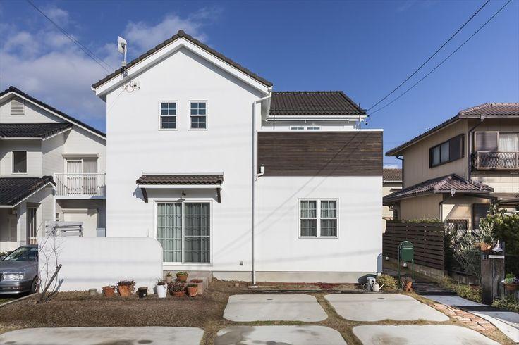 家/外観/エクステリア/塗り壁/白い外壁/ウッドバルコニー/ナチュラルスタイル/注文住宅/ジャストの家/house/home/exterior