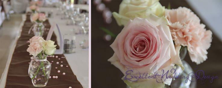 Rózsaszín esküvői dekoráció-asztaldísz