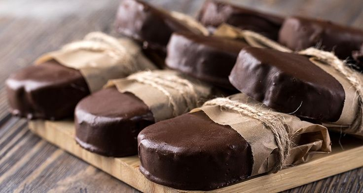 Cariocas by Greek chef Akis Petretzikis! Make these delicious chocolate, walnut, cookie treats that are perfect to have on hand for your family or guests!!!