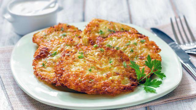 Milujete zemiakové placky? Vyskúšajte tri super recepty, s ktorými si pripravíte tie najchutnejšie | Casprezeny.sk