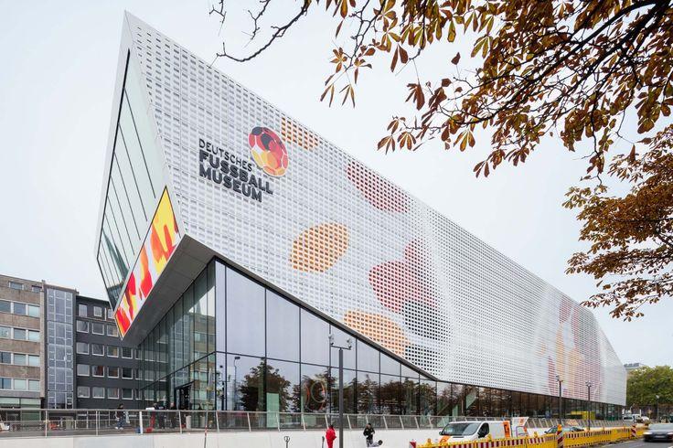 Deutsches Fußballmuseum in Dortmund eröffnet / Ein Ballfahrtsort von HPP - Architektur und Architekten - News / Meldungen / Nachrichten - BauNetz.de