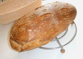 Dnes som sa neskutočne vytešovala, lebo sa mi upiekol šikovný malý chlebík, ktorý nie je placatý, má pôvabné chrumkavučké prasklink...