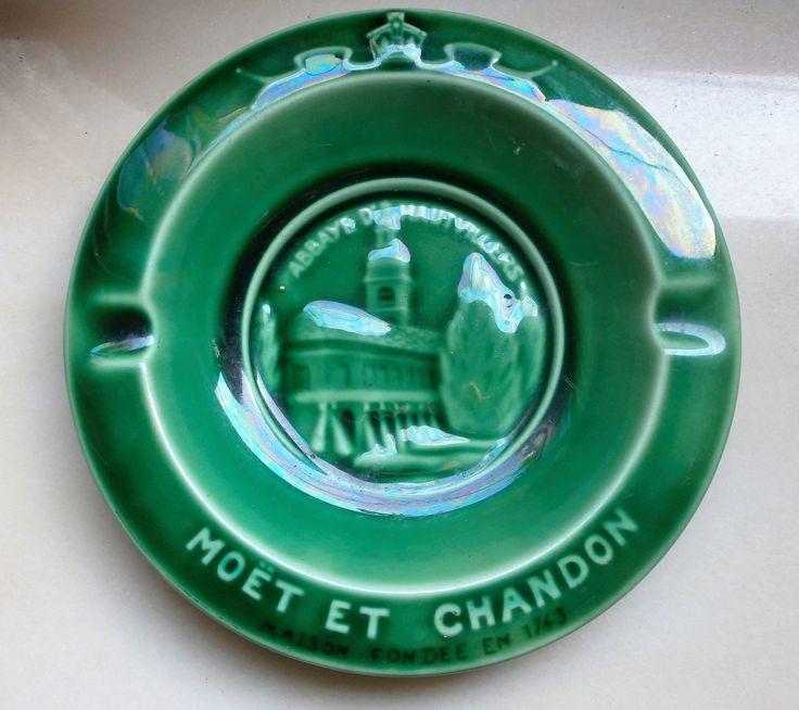 MOËT & CHANDON French vintage Ashtray in Majolica of Gien//Vintage français //Au Vase Etrusque Paris//cendrier//fumeur//Collectionneur de la boutique FrenchVintageByManue sur Etsy