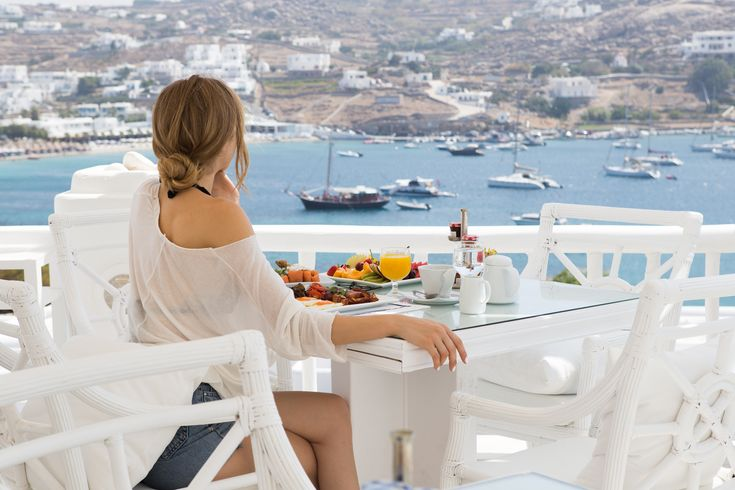 Every moment of your stay at #Kivotos gives you the chance to make a holiday into an #art form, to fashion a day according to your desires #kivotosmykonos #mykonos #myconos #luxuryhotels #instatraveling #summer #holidays http://qoo.ly/na464