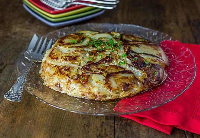 Frico is a rusti Italian dish made with potatoes, onions and Parmesan cheese. Love Italian food recipes! | ethnicspoon.com
