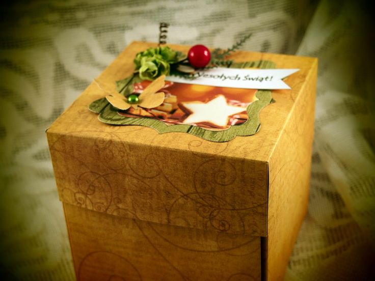 Takie lub podobne pudełko możesz u mnie zamówić z dowolnej okazji (ślub, urodziny, chrzest, komunia, spotkanie po latach...) - kontakt: ak.anek@wp.pl Chcesz zobaczyć inne pudełeczka? Zapraszam na stronę: Pudełeczka pełne szczęścia :) #eksplodingbox #explodingbox #box #pudełeczkapełneszczęścia #życzenia #scrap #scrapbooking