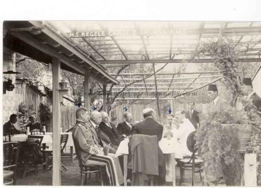 BU-F-01073-1-00366-05 Regele Carol al II lea împreuna cu generalul Ilasievici, G.G.Mironescu, Mocsonyi, Koslinschi la o terasă pe insula Ada-Kaleh, 1930 (ca.) (niv.Document)