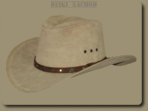 Kowbojski kapelusz ze skóry irchowej w kolorze beżowym.W rondzie drut ułatwiający profilowanie kapelusza.Wykonanie solidne, wysoka jakość.