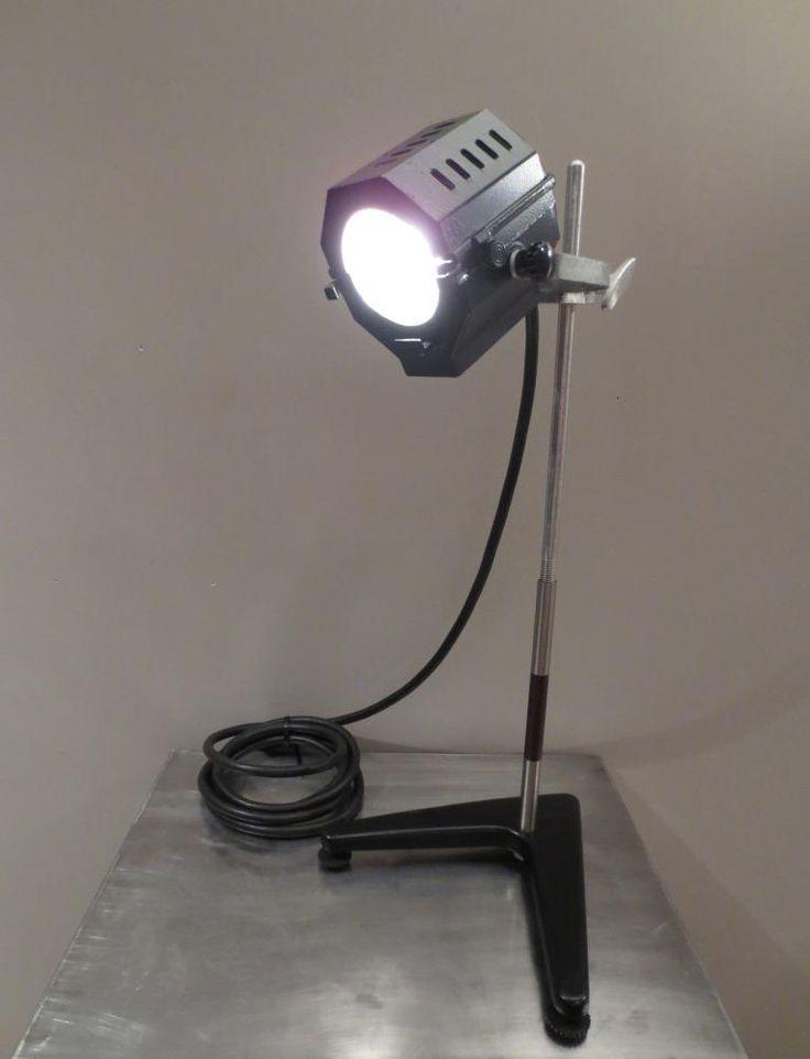 #2056 : Petit projecteur ''spot'' sur pied www.brocantelerenouveau.com