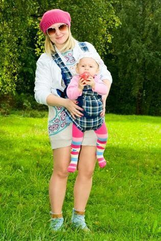 Although may carriers have an outward facing posiytion here are nine reasons why you shouldn't.  baby wearing / slings / baby carrier / newborn