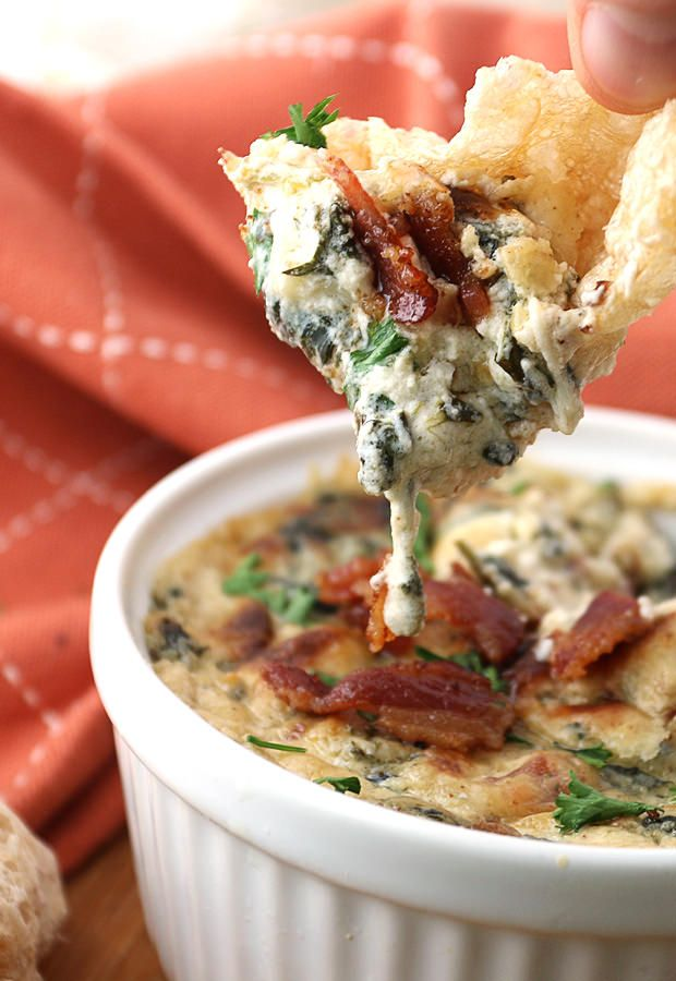 Bacon and Roasted Garlic Spinach Dip is served best with pork rinds!