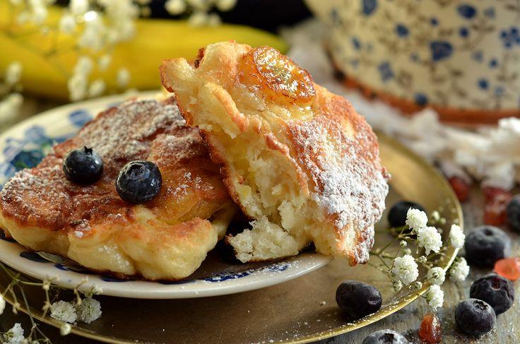 Racuchy z jabłkami i bananem - idealne na śniadanie, podwieczorek. Łatwe w przygotowaniu, ciasto drożdżowe wystarczy zmieszać łyżką.