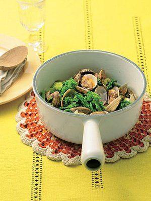 【ELLE a table】あさりと菜の花のナムプラー蒸しレシピ|エル・オンライン