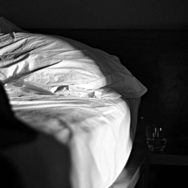 """Letta da Giancarlo Cattaneo la poesia delle piccole cose normali, quelle che però rendono la vita speciale. Perché in fondo se in tanta normalità si infila un pensiero d'amore, allora tutto cambia e diventa speciale.  """"Anche questa mattina mi sono svegliato e il muro la coperta i vetri la plastica il legno si sono buttati addosso a me alla rinfusa [segue]""""  #nazimhikmet, #giancarlocattaneo, #poesiarecitata, #lettura, #audiopoesia, #poesia, #amore, #risveglio, #ricordi, #scoperta, #italiano…"""