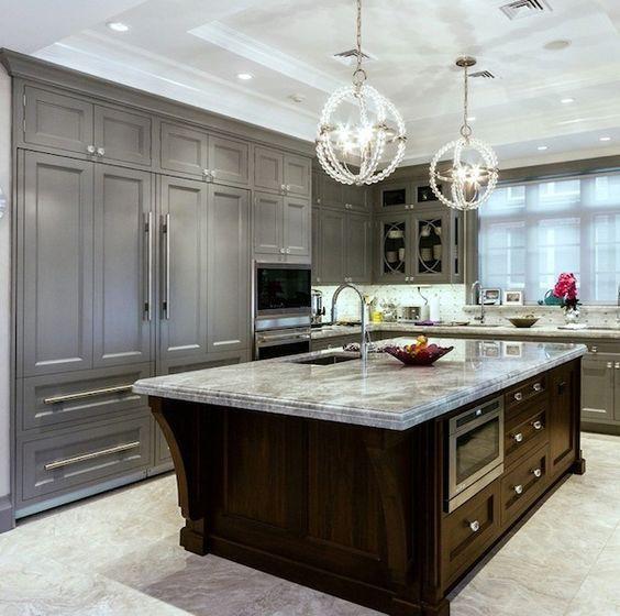 Ideas para una cocina Clásica. Las cocinas clásicas cuentan con elementos tradicionales llenos de elegancia y calidez. El material principal en las cocinas