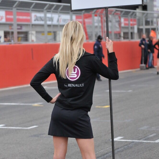 Look back to our Grid Girls working at @wsr_live in 2010 at Silverstone @twsteel #worldseriesbyrenault#wsrlive#renaultworldseries#silverstone#renault#gridgirls#gridmodels#gridgirlsUK#promomodels#promotionalmodels#lycra#paddockmodels#PromoGirls#gridmodels#FemaleEventModels#f1gridgirls#MotoGPGridGirls#BSBgridgirls#btccgridgirls#WSBKGridGirls#PitlaneModels#pitbabes#paddockgirls#brolliebabes#BTCC#BSB#WSBK#MotoGP#motorsport#gridgirl