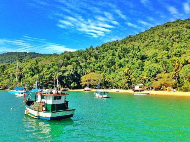 Um passeio de barco pela Baía de Paraty - Rio de Janeiro