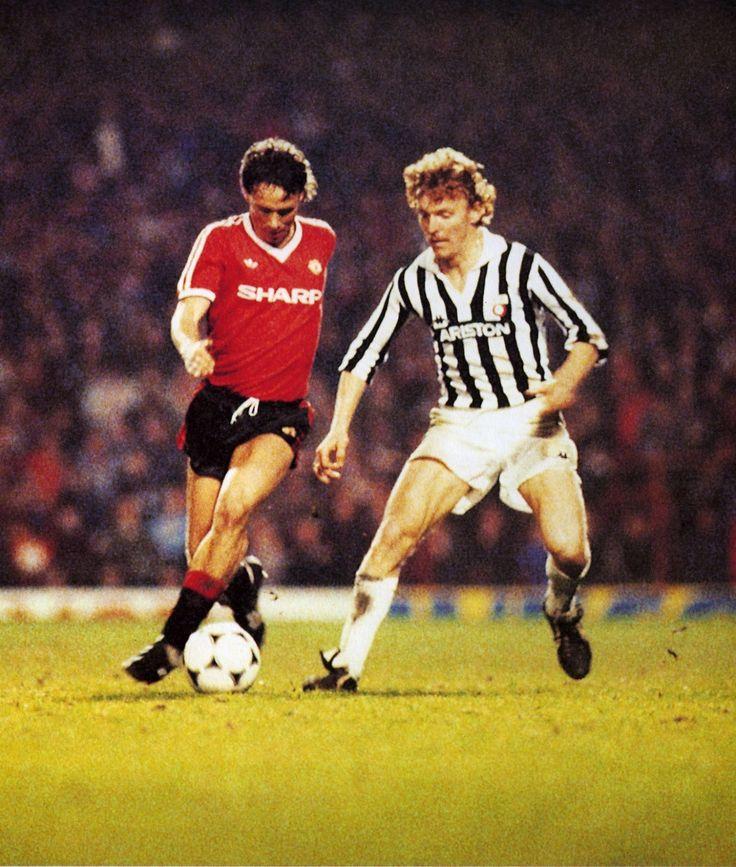 Zbigniew Boniek de la Juventus ante el Manchester United de Mike Duxbury (izq.) en 11 de Abril 1984 en la ida de Semifinales de Recopa.