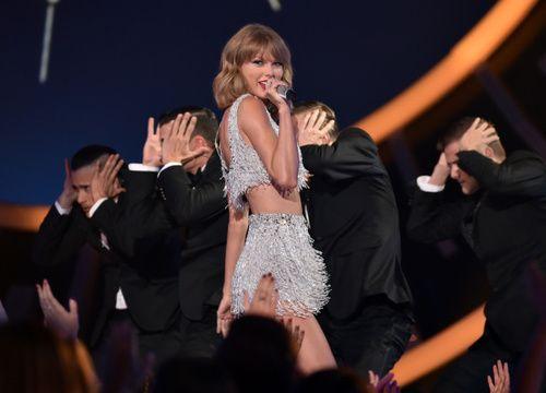 Taylor. VMAs 2014. Shake It Off. Amazing.