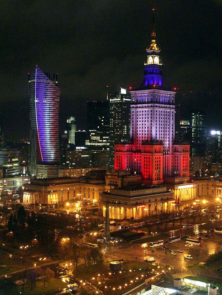 A Varsovie en Pologne, le Palais de la Culture et le très moderne gratte-ciel Sail, de l'architecte américain Daniel Liebeskin - Czarek Skolowski - AP - SIPA