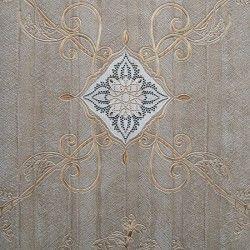 Diseño con formas de tipo barroco, en color marrón y oro en este papel pintado de la colección Karat de Parati.